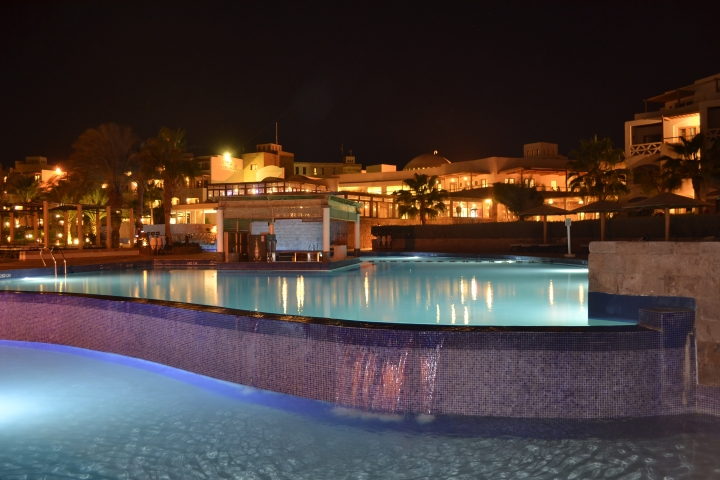hotel-pool-fort-arabesque-abends.JPG