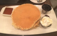 Pancakes-Blaubeer-NYC