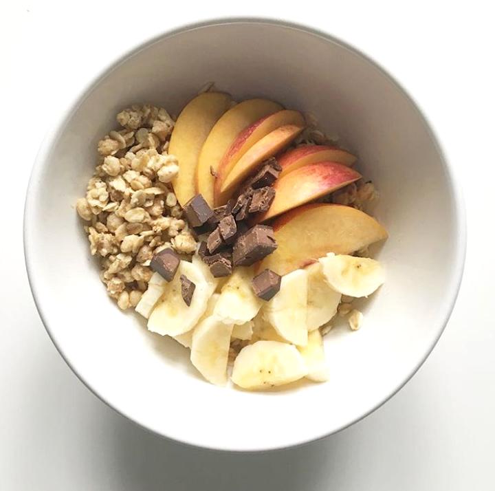 Oatmeal-breakfast-frühstück-fruits